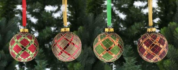 Christmas 4 Assorted Glass Baubles with a Tartan Design
