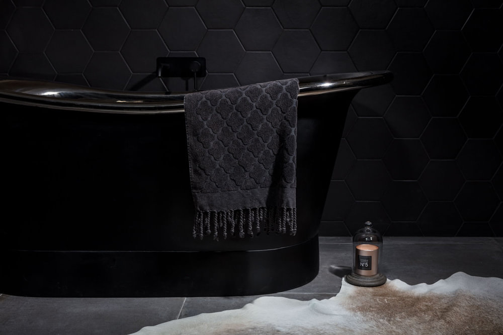 luxury-black-bath