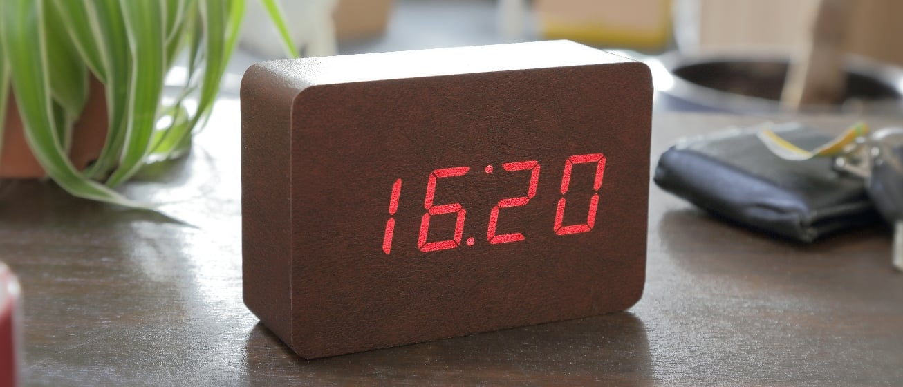 Brick Leatherette Click Clock W/Red LED