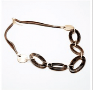 Resin Elongated Looped Short Necklace